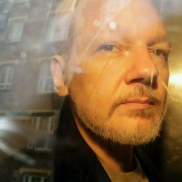 «Nous avons reçu un SOS de Julian Assange écrit en morse», assure Aymeric Monville